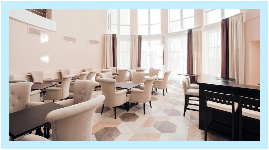 ホテルのカフェラウンジの例