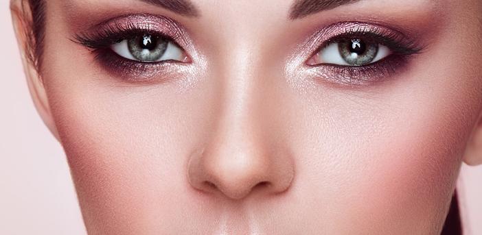 女性の鼻筋のイメージ