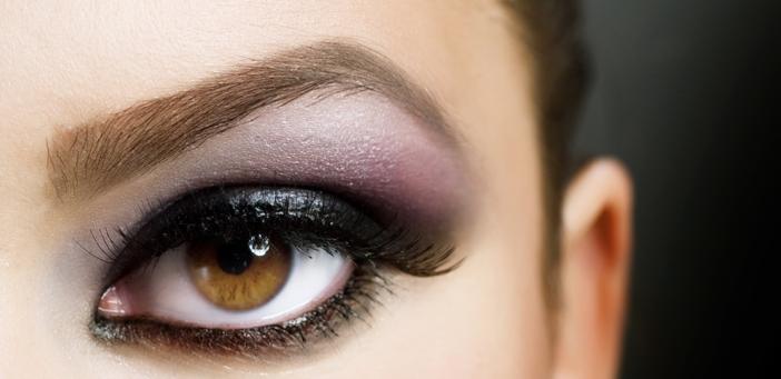 女性の眼差しのイメージ