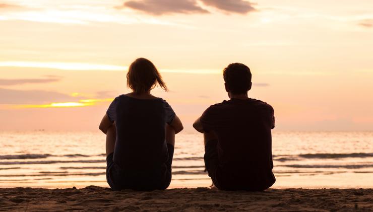 告白場所「人気のない海辺」のイメージ
