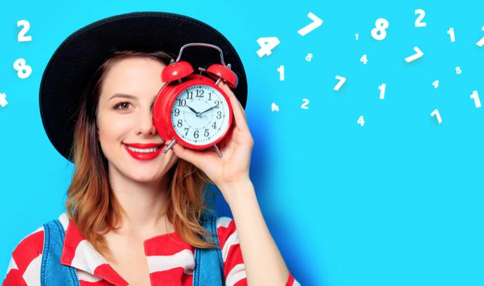 女性と赤い時計