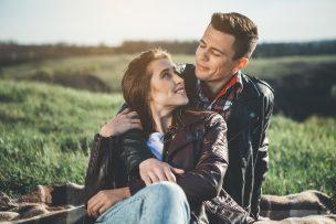 女性が知るべきボディタッチの全て|触る男性心理と男を落とすテク11選